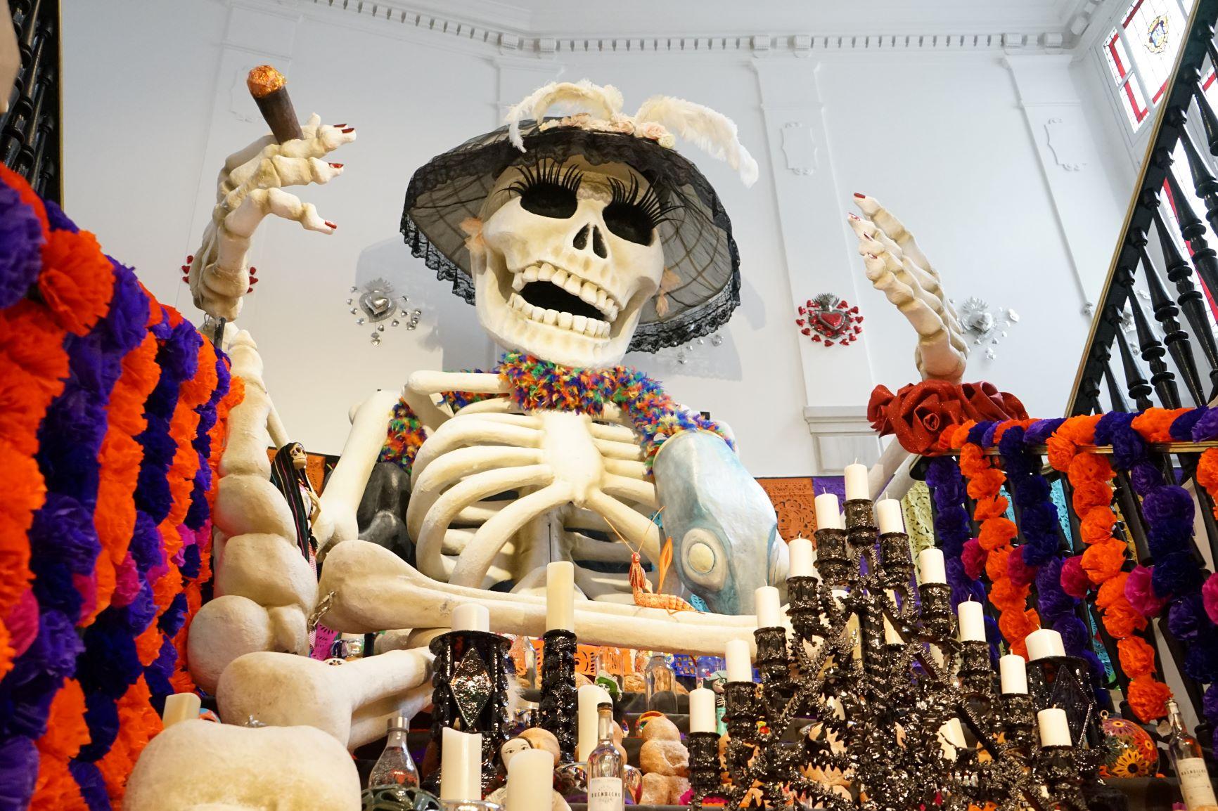 MEGA altar de muertos de Casa de México en España